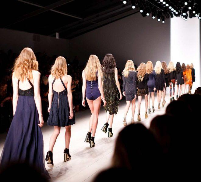valencia fashion week show